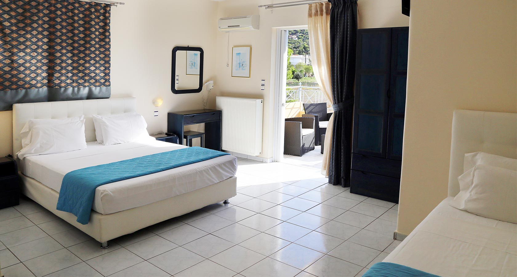 Peris Hotel Room - Accommodation